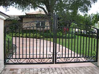 Simple Driveway Gate Maintenance and Troubleshooting Tips | San
